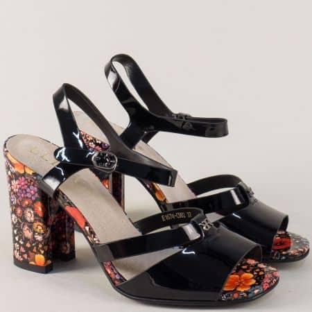 Лачени дамски сандали в черно на висок цветен ток 1674982ch