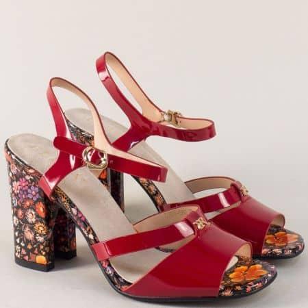 Червени дамски сандали на висок цветен ток и каишка около глезена 1674982chv