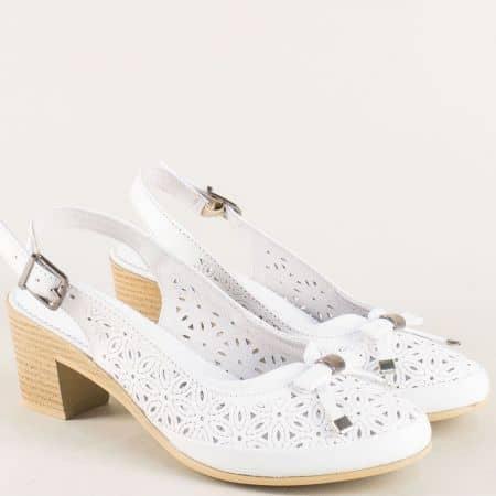 Бели дамски обувки на ток с отворена пета и перфорация 1721b