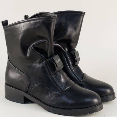 Дамски боти с ластик в черен цвят на нисък ток 173111ch