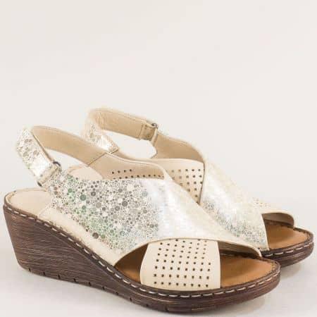 Дамски сандали в бежово и златно с лепка и кожена стелка 180277070bjzl