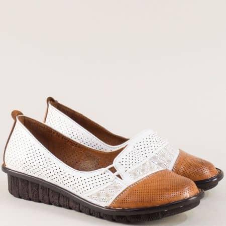 Кожени дамски обувки с перфорация в бяло и кафяво  18101bk
