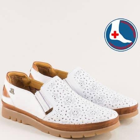 Перфорирани дамски обувки на каучуково ходило в бяло 1813602b