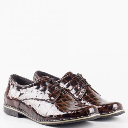 Кафяви дамски обувки на нисък ток с кроко принт, връзки и анатомична стелка 18314004krlk