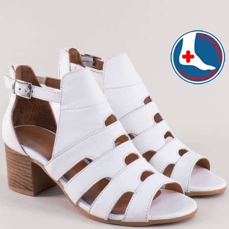 Бели дамски сандали със затворена пета на среден ток 1857211b