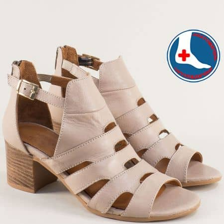 Бежови дамски сандали със затворена пета на среден ток 1857211bj