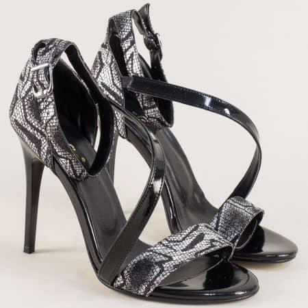 Дамски сандали в черно и бяло на елегантен висок ток 1857chps