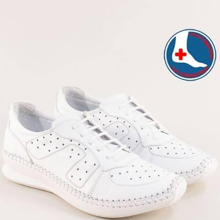 Комфортни анатомични дамски обувки от естествена кожа с перфорация и връзки в бяло 1901770b