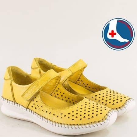 Кожени дамски обувки с лепка и перфорация в жълто 1901772j