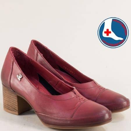 Дамски обувки в бордо на среден ток с кожена стелка 1911901bd