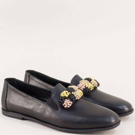 Кожени дамски обувки в черен цвят с два ластика  19212ch