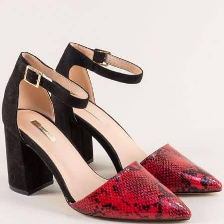 Дамски обувки със змийски принт в червено и черно 19294chv