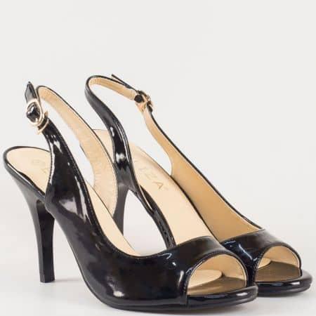 Дамски сандали с атрактивна визия и катарама с ластик на българската марка Eliza в черно 19311lch