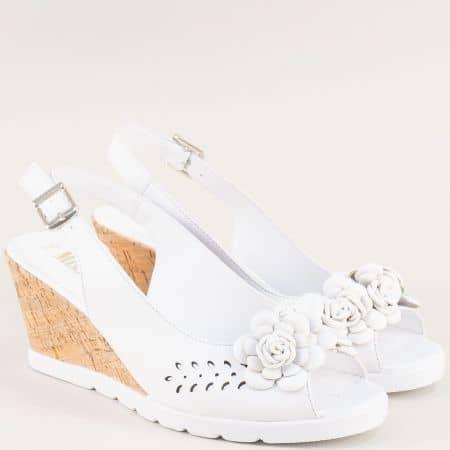 Бели дамски сандали на клин ходило от естествена кожа 19406b
