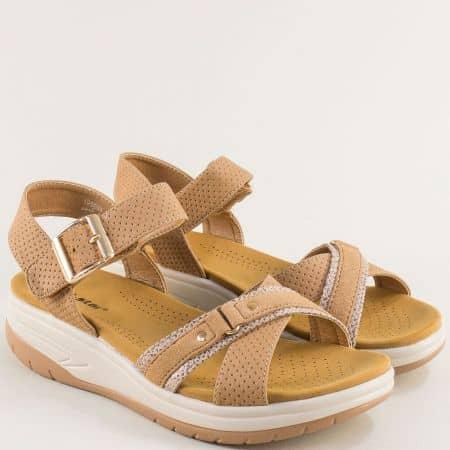 Светло кафяви дамски сандали- MAT STAR на платформа 195004k