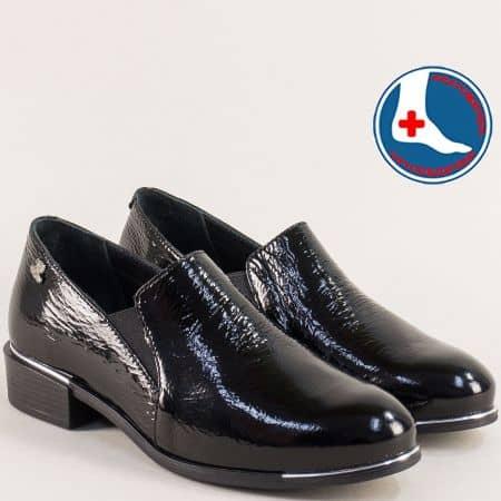 Черни дамски обувки на нисък ток от естествен лак  1954102lch
