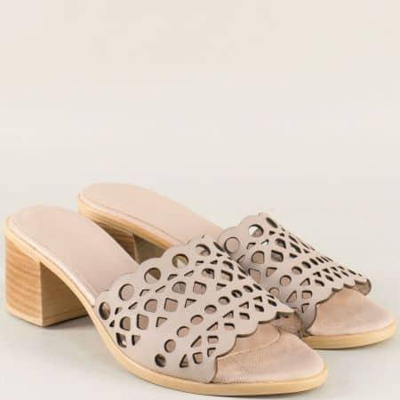 Перфорирани дамски чехли на среден ток в бежов цвят 1961815bj