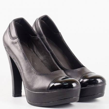 Дамски елегантни обувки на ток и удобна платформа в комбинация от черна естествена кожа и лак  2007903ch