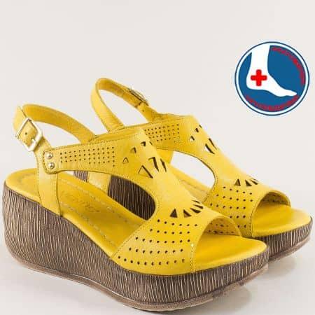 Жълти дамски сандали от естествена кожа на платформа 2014404j