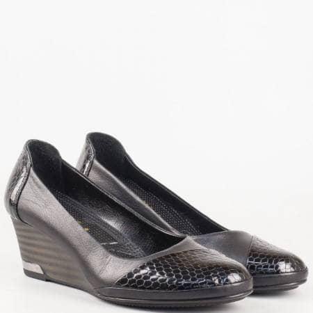 Ортопедични дамски обувки на платформа в черен цвят от естествена кожа и естествен лак 205102ch