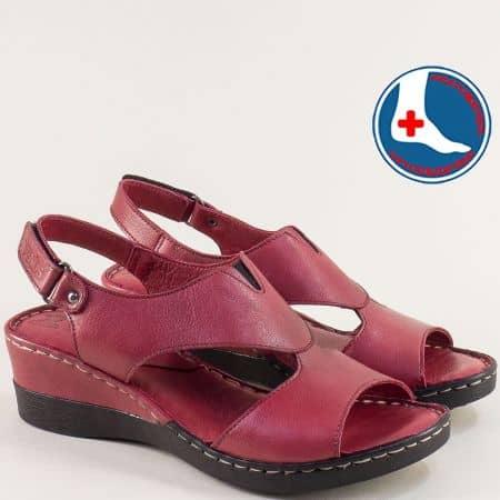 Кожени дамски сандали на клин ходило в цвят бордо 20981103bd