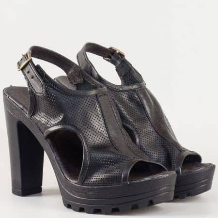 Дамски български сандали на висок ток и грайферна платформа в предната част, изцяло от естествена кожа в черен цвят с перфорация 21015493ch