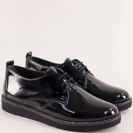 Лачени дамски обувки в черен цвят с връзки- NOTA BENE 2445970lch