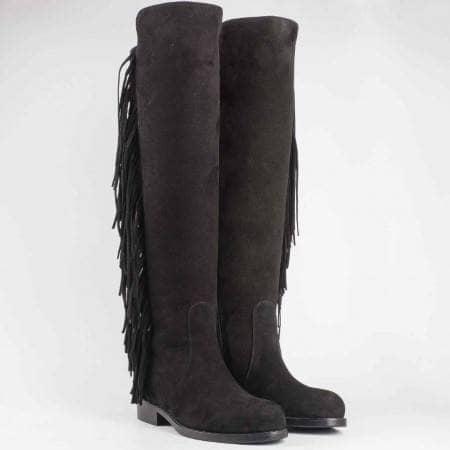 Дамски атрактивни ботуши произведени от висококачествен естествен велур с ресни в черен цвят 2148vch