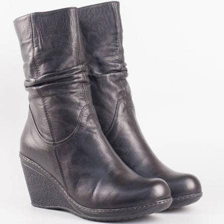 Дамски ежедневни боти произведени от висококачествена естествена кожа на клин ходило в черен цвят 215196ch