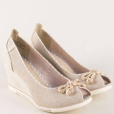 Перфорирани дамски обувки на платформа в бежов цвят 2229305bj