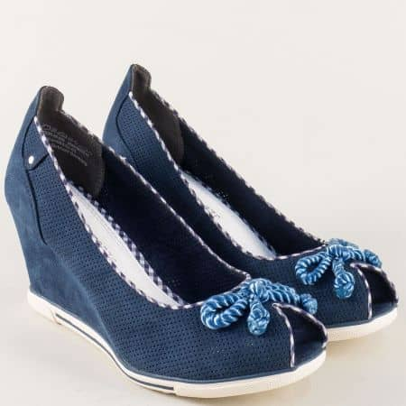 Дамски атрактивни обувки с отворени пръсти на комфортно клин ходило на немската марка Marco Tozzi в тъмно син цвят 2229305s