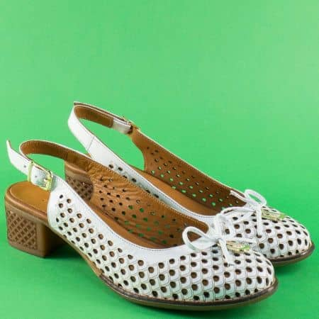 Кожени дамски сандали в бяло на каучуково ходило 2234b