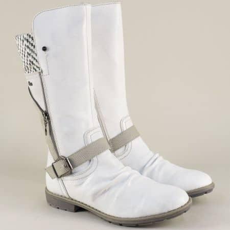 Бели дамски ботуши с топъл хастар на нисък ток- S. Oliver  556415b