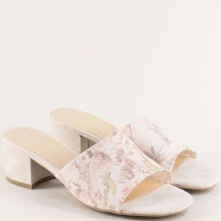 Бежови дамски чехли на среден ток с флорален принт 227200bjps