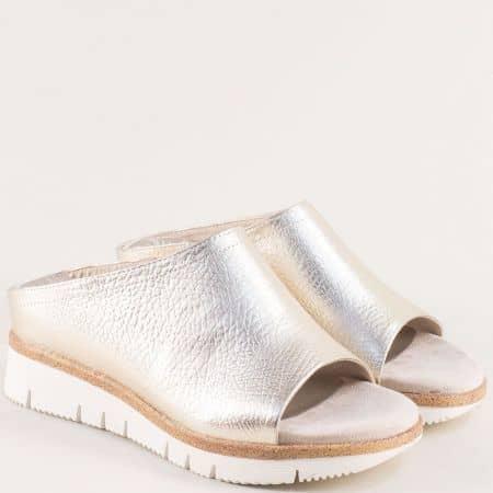 Златни дамски чехли на платформа- MARCO TOZZI 227201zl