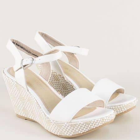 Бели дамски сандали с катарама на платформа- Marco Tozzi  228358b