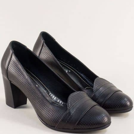 Кожени дамски обувки на висок ток с перфорация в черно 2296ch