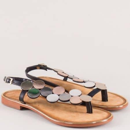 Кожени дамски сандали с лента межу пръстите в черно 230517ps