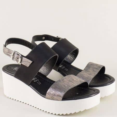 Кожени дамски сандали в черен и бронзов цвят на платформа 23255ch