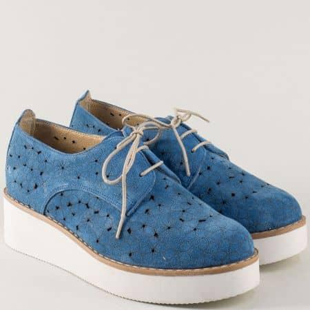 Велурени дамски обувки с перфорация в син цвят на платформа 23641058vs