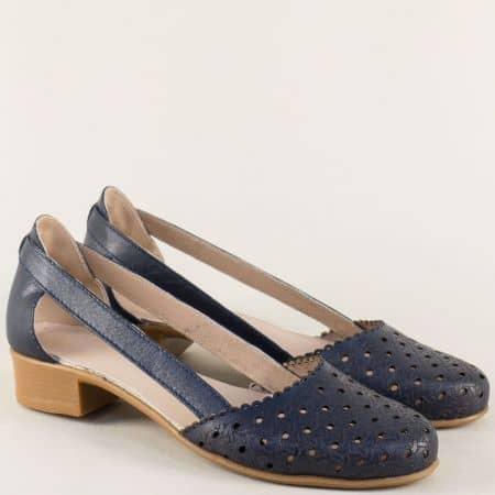 Кожени дамски сандали с перфорация на нисък ток в черно 2401720s