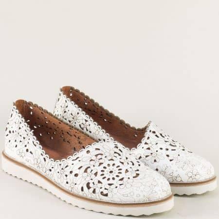 Бели дамски обувки от естестена кожа с перфорация 24211145b