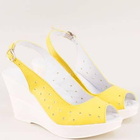 Жълти дамски сандали на клин ходило с кожена стелка 24310383j
