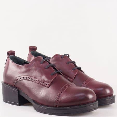Дамски обувки с връзки на среден ток от естествена кожа в цвят бордо 24501bd