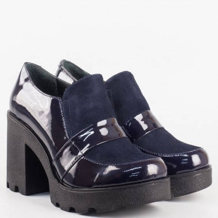 Дамски ежедневни обувки произведени от естествен велур и лак в син цвят 24593ls