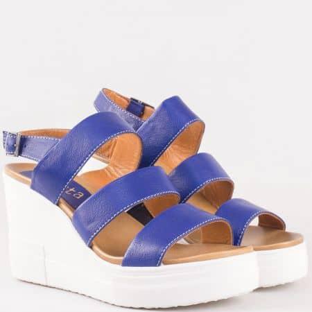 Дамски сандали с ефектна визия произведени от 100% естествена кожа в тъмно син цвят 25550ts