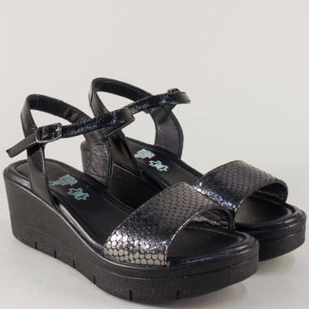 Кожени дамски сандали на платформа в черно и бронз 25734brz