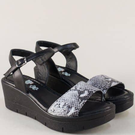 Дамски сандали със змийски принт в сиво и черно 25734ch