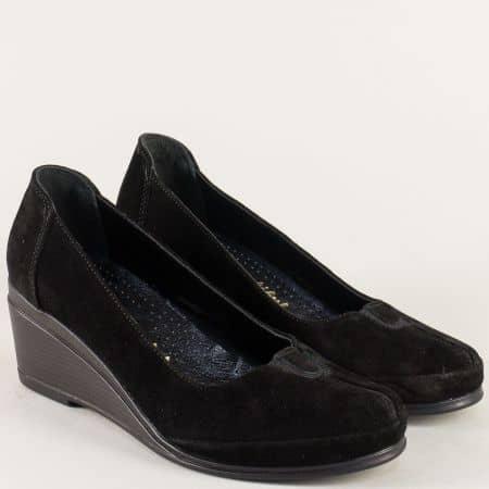 Дамски обувки с ластик от естествен велур в черен цвят 26002vch