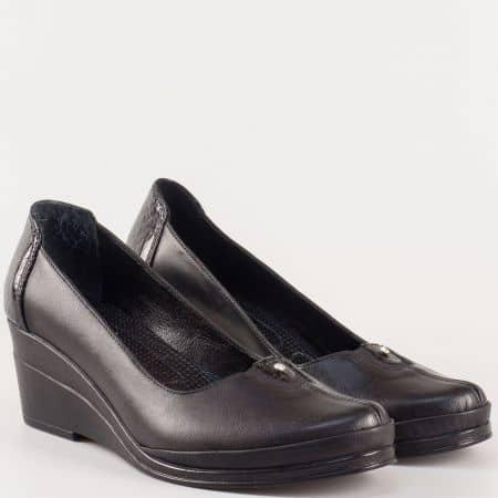 Дамски практични обувки на клин ходило от естествена кожа в черен цвят 26092ch